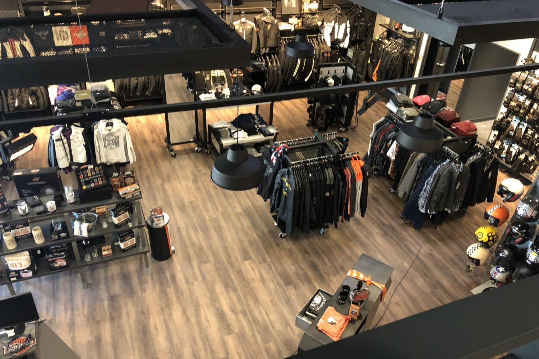Vue intérieur d'une concession Harley Davidson