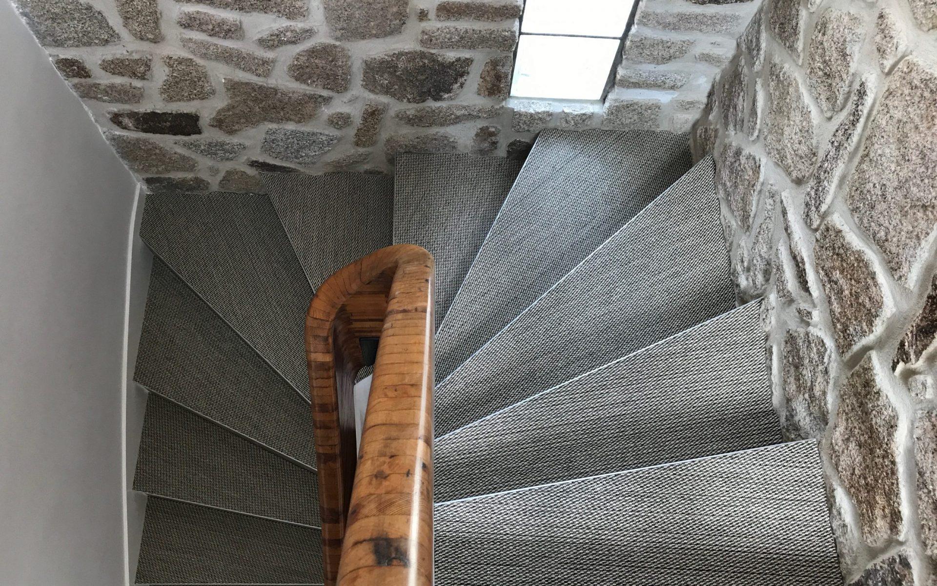 Vues sur un escalier en Bolon